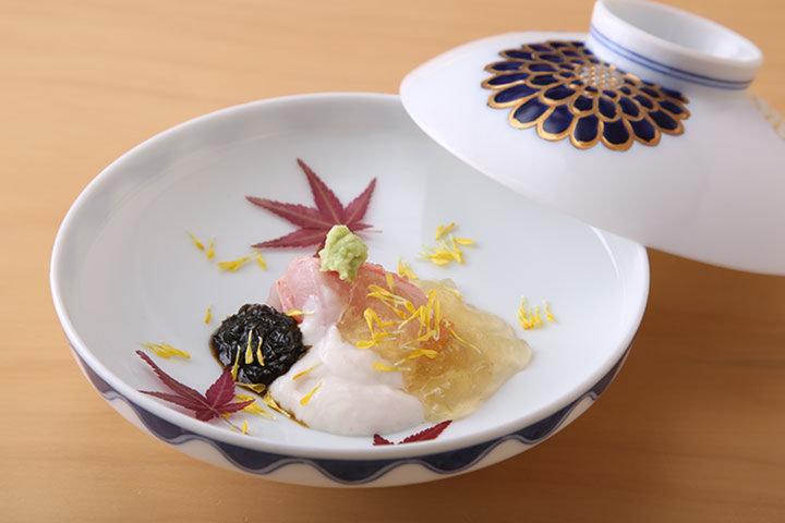 日本料理 四四A2 (ニホンリョウリヨシアツ)